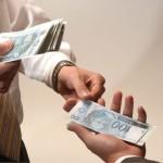 Dívidas serão foco do 13º salário e presentes ficam de lado